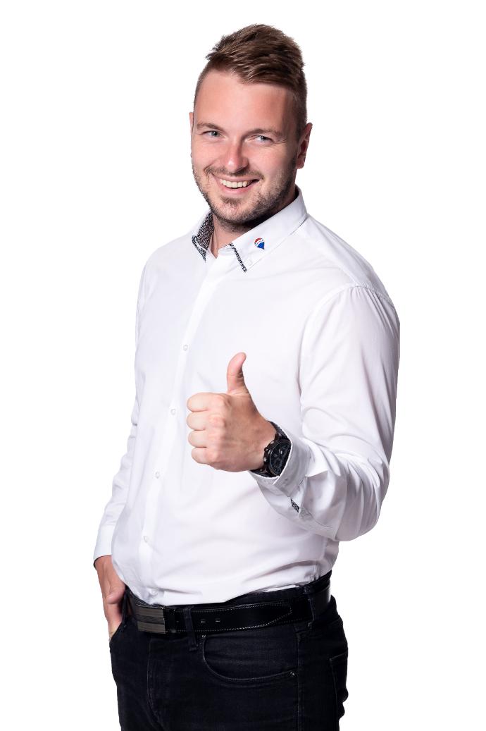 Realitní makléř společnosti RE/MAX Synergy, Tomáš Novák