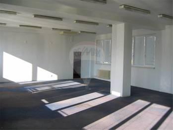 Pronájem obchodních prostor 290 m², Králův Dvůr