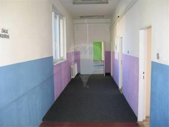 Chodba. - Pronájem kancelářských prostor 580 m², Králův Dvůr