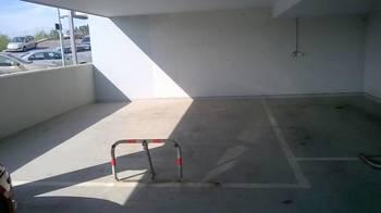 Parkovací místo. - Pronájem garáže 30 m², Králův Dvůr