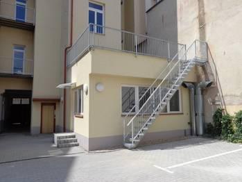 vnitroblok - Prodej garážového stání 13 m², Praha 3 - Žižkov