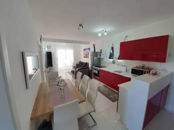 Kuchyň a jídelní kout. - Prodej bytu 2+1 v osobním vlastnictví 52 m², Privlaka