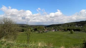Pohled na rozsáhlé pastviny. - Prodej zemědělského objektu 6900 m², Krásná
