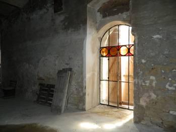 Detail okna. - Prodej zemědělského objektu 6900 m², Krásná