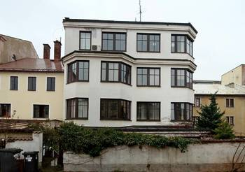 Pohled na budovu ze dvora - Pronájem kancelářských prostor 28 m², Broumov