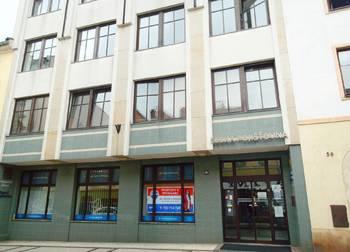 Pohled na budovu z ulice - Pronájem kancelářských prostor 28 m², Broumov