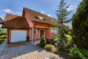 Přední pohled domu - Prodej domu 251 m², Římov
