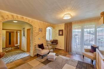 Obývací pokoj - Prodej domu 251 m², Římov