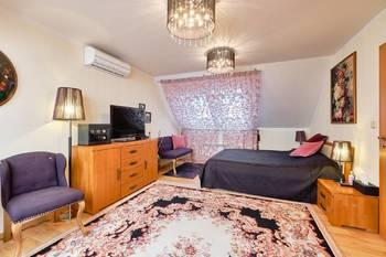Ložnice - Prodej domu 251 m², Římov