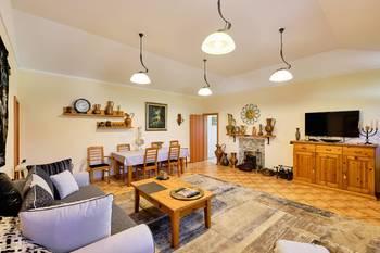 Společenská místnost - Prodej domu 251 m², Římov