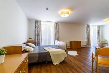 Pohled na obývací pokoj - Pronájem bytu 1+kk v osobním vlastnictví 52 m², Praha 5 - Slivenec