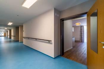 Chodba a vstup do bytu - Pronájem bytu 1+kk v osobním vlastnictví 52 m², Praha 5 - Slivenec