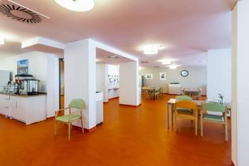 Společná jídelna - Pronájem bytu 1+kk v osobním vlastnictví 52 m², Praha 5 - Slivenec