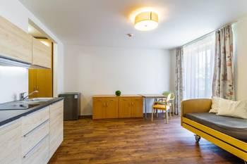 Obývací pokoj s kuchyňským koutem - Pronájem bytu 2+kk v osobním vlastnictví 52 m², Praha 5 - Slivenec