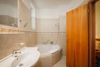 Prodej hotelu 2500 m², Mariánské Lázně