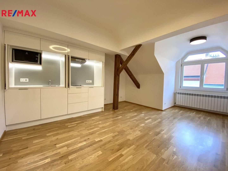 Prodej bytu 2+kk v osobním vlastnictví, Praha
