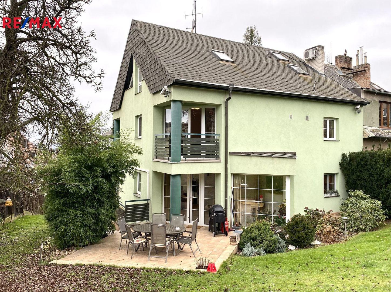 Prodej domu 320 m², Praha 8 - Kobylisy