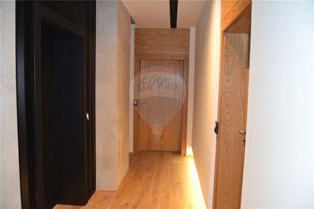 vstupy jednotlivých bytů - Pronájem bytu 2+kk v osobním vlastnictví 62 m², Prostějov