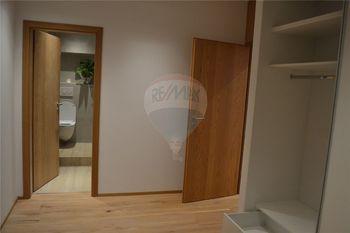 předsíň a koupelna, wc - Pronájem bytu 2+kk v osobním vlastnictví 62 m², Prostějov