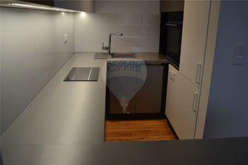kuchyně a Siemens - Pronájem bytu 2+kk v osobním vlastnictví 47 m², Prostějov