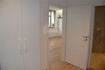 chodba a koupelna - Pronájem bytu 2+kk v osobním vlastnictví 47 m², Prostějov