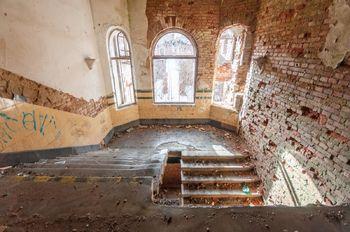 Centrální schodiště - Prodej historického objektu 6622 m², Kamenický Šenov