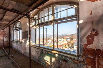 Výhled z oken hlavní budovy - Prodej historického objektu 6622 m², Kamenický Šenov