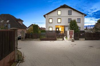 Prodej domu 280 m², Holubice