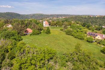 Výhled z pozemku - Prodej pozemku 14749 m², Roztoky