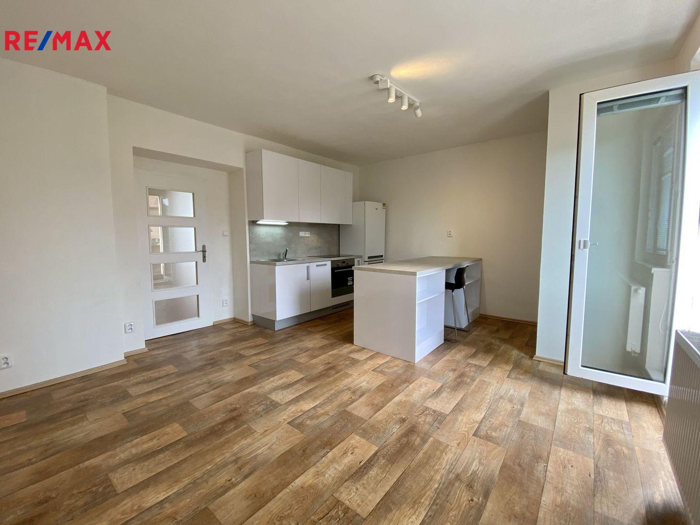 Pronájem bytu 2+kk v osobním vlastnictví 38 m², Praha 5 - Smíchov