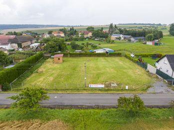 Prodej pozemku 1407 m², Dolní Břežany