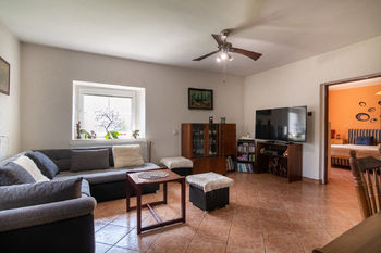 Prodej domu 390 m², Vroutek