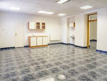 komerční prostory v I.NP - Pronájem komerčního objektu 337 m², Česká Lípa