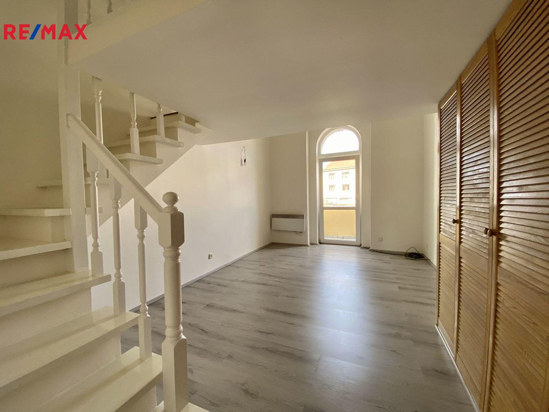 Prodej bytu 1+1 s balkonem v centru Uhříněvsi - Praha 10