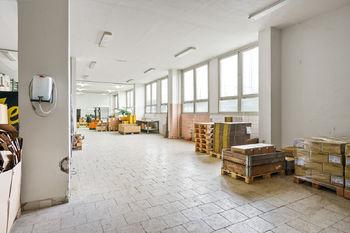 Interiér sklady - Prodej obchodních prostor 4000 m², České Budějovice