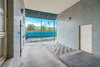 Exteriér nákladová rampa - Prodej obchodních prostor 4000 m², České Budějovice