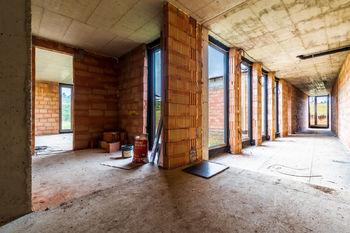 Prodej domu 1150 m², Unhošť
