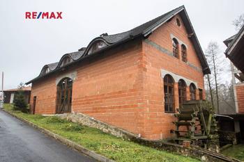Prodej komerčního objektu (jiný), 1740 m2, Družec